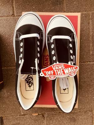 Splinternieuwe sneakers van Vans Style29