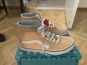 Splinternieuwe sneakers van Vans high Sky