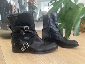 Tommy Hilfiger fireman boots