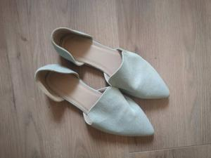 Open blauwe schoentjes