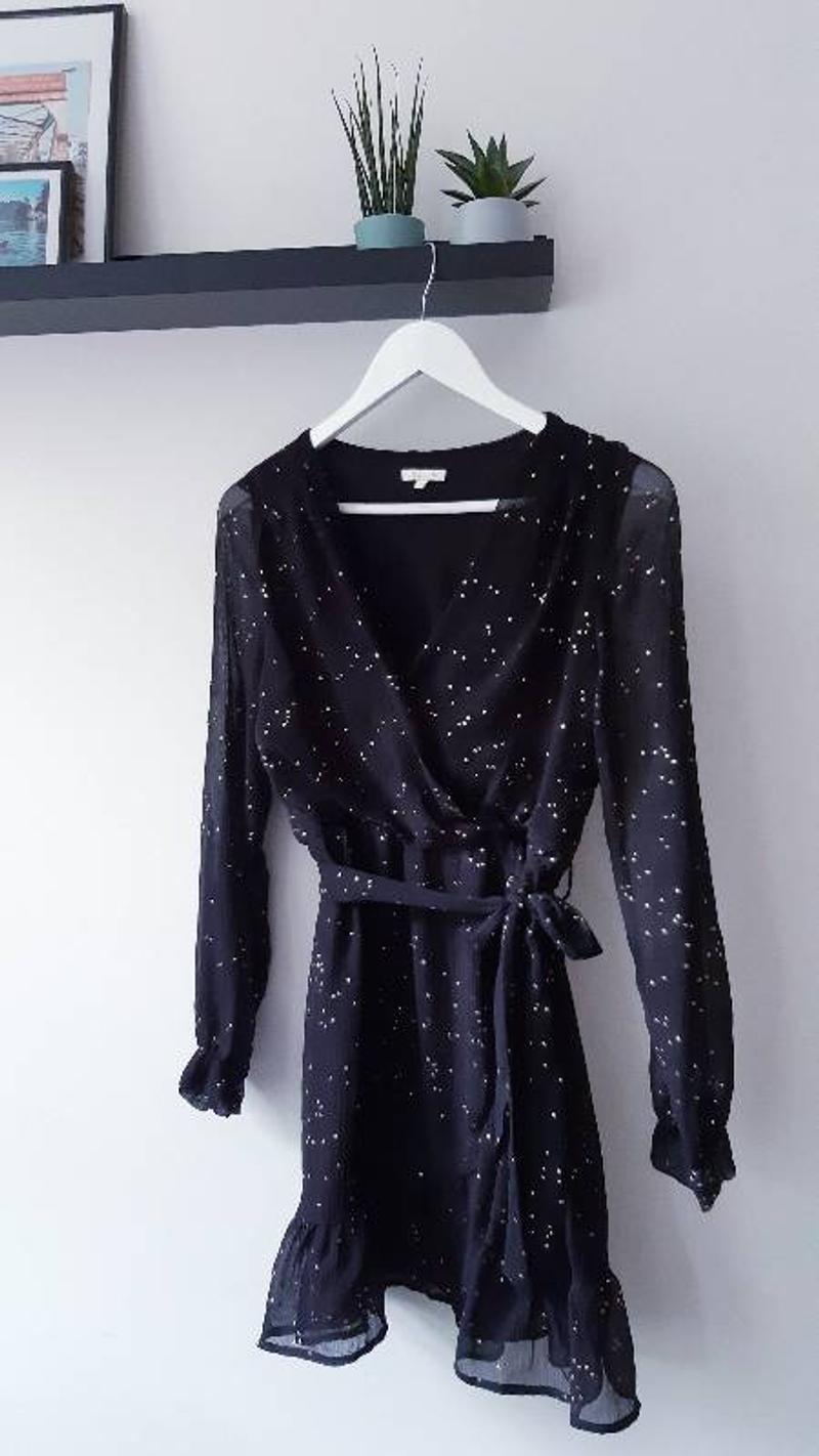 Black dress wit gold dots