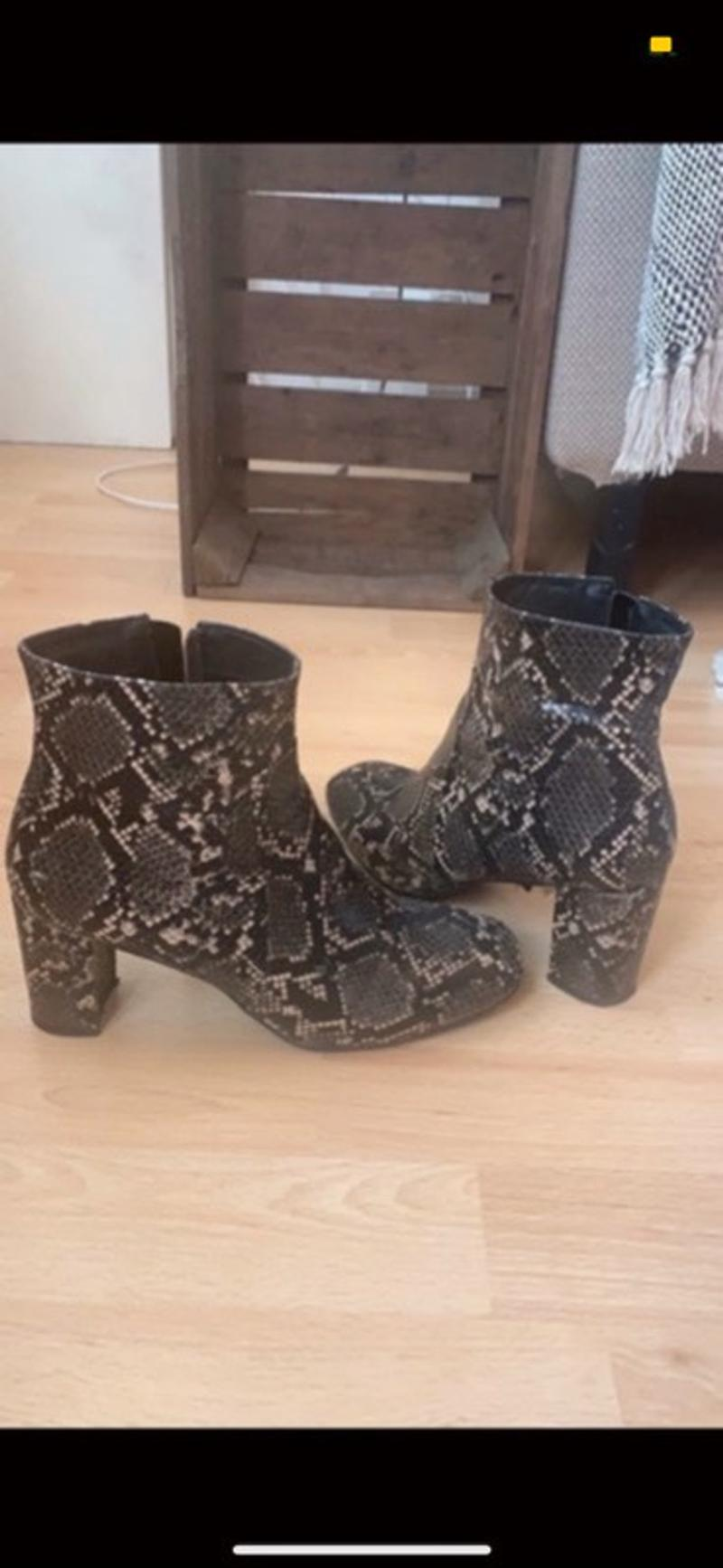 Snake (fake) boots